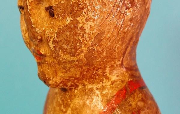 Mingqi. Figura en terracota decorada. China, periodo Han (206 a.C. al 260 d.C.)