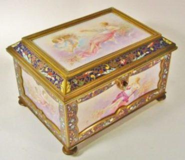Cofre Joyero en Bronce y Esmalte Champleve y porcelana de Limoges | Francia. Hacia 1880 |